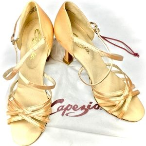 ab882696132f Capezio Shoes - GUC Capezio Rosa Dance Shoes